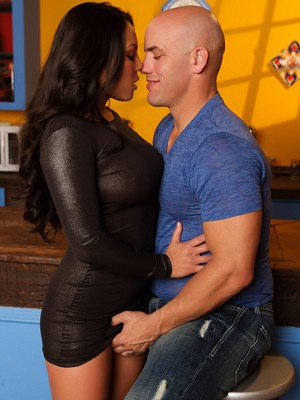 Adrianna Luna teams up with Derrick Pierce to get all kinds of nasty in the kitchen.