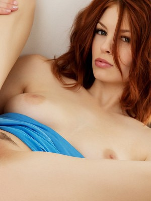 Bree Daniels slides off her sexy blue dress to reveal her ample bosom.